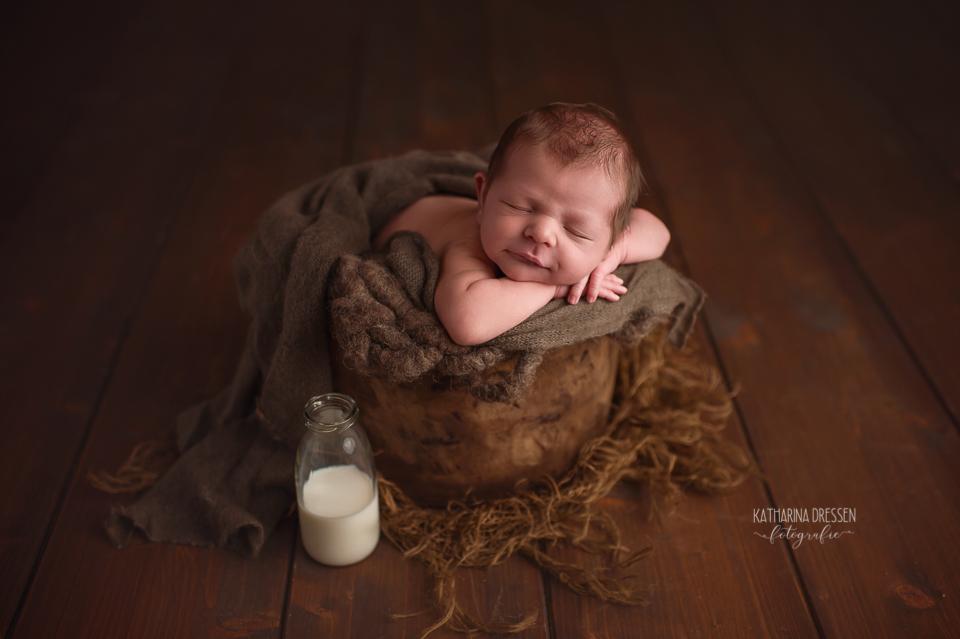 Babyfotograf_Moenchengladbach_Babyfotos_Neugeboren_Baby_Schwangerschaft_Babybauch_Geburt_Hebamme_Duesseldorf_Koeln_Viersen_Krefeld_Stillen_LLL_