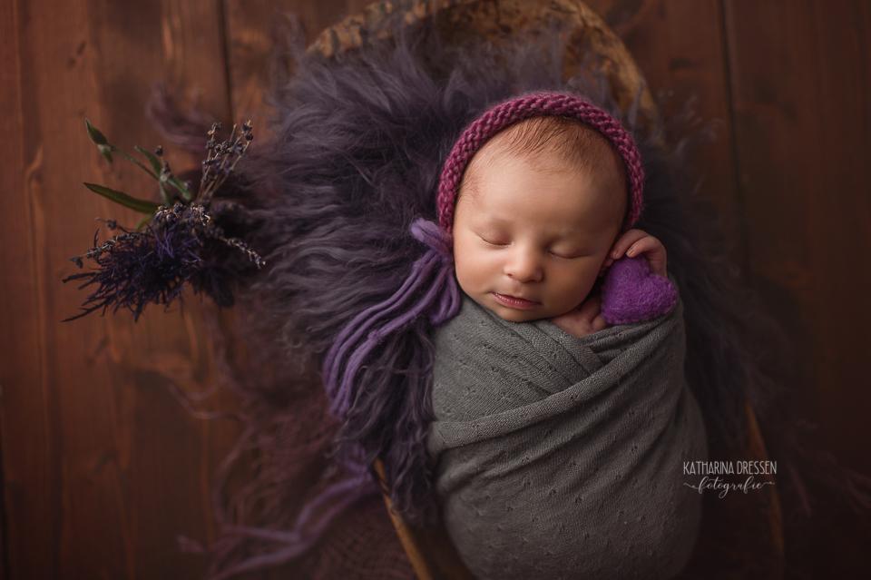 Babyfotograf_Moenchengladbach_Babyfotos_Newborn_Neugeboren_Schwangerschaft_Schwanger_Babybauch_Geburt_Hebamme_Duesseldorf_Koeln_Viersen_Krefeld_NRW
